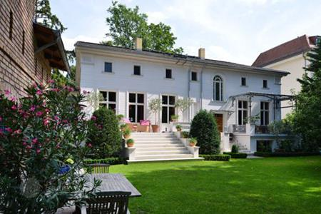 4 bedroom houses for sale in Germany. Villa in the northern part of Potsdam, Naumen