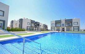 Apartments with pools for sale in Valencia. Two-bedroom apartment in a luxury residential complex near the beach of La Mata, Torrevieja