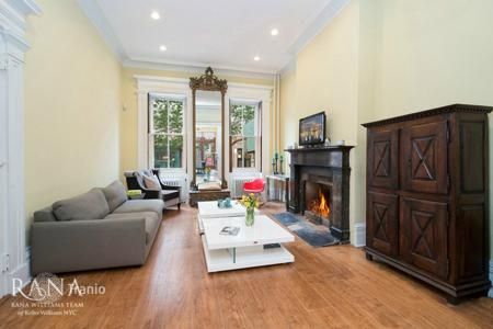 4 bedroom villas and houses to rent in USA. Extraordinary Townhouse in the Heart of the West Village!