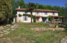 Property for sale in Occitanie. Two-storey villa with a terrace, a garden and a swimming pool, 10 minutes drive from the city center, Lannemezan, France