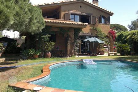 Chalets for sale in Costa Brava. House in urb. Tortuga
