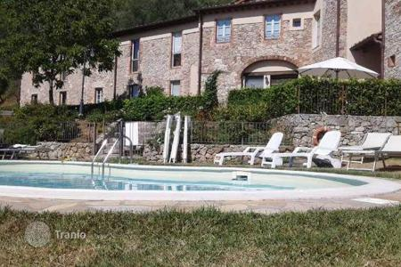 Apartments with pools for sale in Tuscany. Apartment – Tuscany, Italy