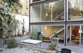 Luxury houses for sale in Barcelona. Spacious and modern family house in the Vila de Gràcia in Barcelona