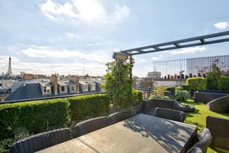 Luxury apartments for sale in 8th arrondissement of Paris. Paris 8th District – A superb 160 m² penthouse apartment