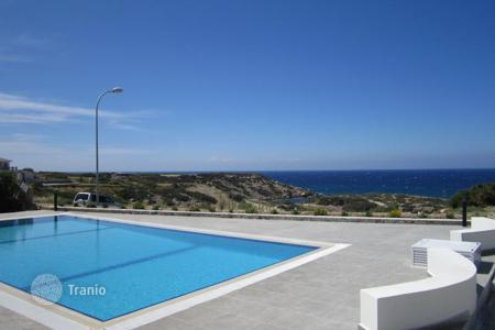 Houses with pools by the sea for sale in Kyrenia. Villa – Kyrenia, Cyprus