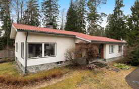 Property for sale in Espoo. Comfortable house with a fireplace and a veranda, on a spacious plot of land, Espoo, Finland