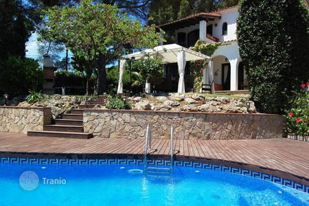 Houses with pools for sale in Catalonia. Villa with garden and swimming pool, on the second sea line, in Lloret de Mar, Girona, Spain