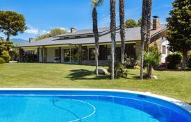 Property for sale in Cardedeu. Luxury villa with a picturesque garden, a tennis court and a swimming pool, close to Barcelona, Cardedeu, Spain