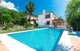 5 bedroom houses for sale in Costa del Sol. Mediterranean villa in Sierra Blanca, Golden Mile