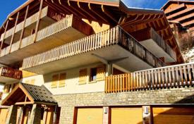 Two-bedroom apartment with a balcony and mountain views, in a residence next to the cable car, Isère, France for 208,000 €