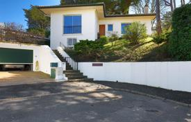 Property for sale in Saint-Jean-de-Luz. Two-level house with a garage and a garden in Saint-Jean-de-Luz, Aquitaine, France