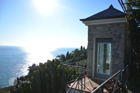 Luxury houses for sale in Mortola. Enchanting villa between Italy and France