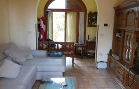 Houses for sale in Castagneto Carducci. Small villa with a lush garden and a garage in Castagneto Carducci, Tuscany, Italy