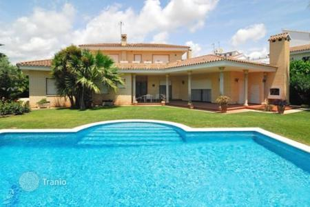 2 bedroom houses for sale in Catalonia. Villa – Cambrils, Catalonia, Spain