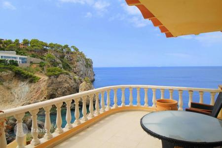 2 bedroom apartments for sale in Majorca (Mallorca). Bright apartment with a specious terrace and a beautiful sea view in Santa Ponsa, Majorca, Balearic Islands, Spain
