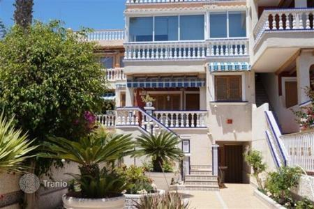 Coastal apartments for sale in Guardamar del Segura. Apartment of 3 bedrooms in first line beach with communal pool in Guardamar del Segura