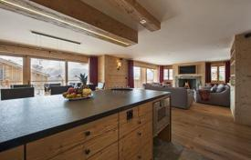 Apartments to rent in Bagnes. The chalet with 4 bedrooms, a living room, a balcony, a jacuzzi and a ski room, Verbier, Switzerland