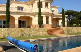 4 bedroom houses for sale in Castille and Leon. Fabulous villa near the Sotogrande School