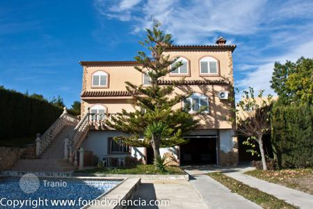 Property for sale in La Pobla de Vallbona. Villa – La Pobla de Vallbona, Valencia, Spain