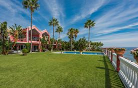 Coastal property for sale in Estepona. Elegant beachfront villa