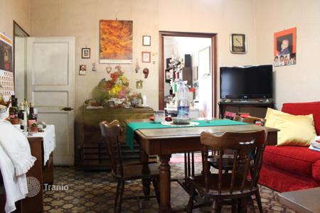 Residential for sale in Catania. Six-room apartment on the main street of Catania, Sicily. Possible to buy a half of the property!
