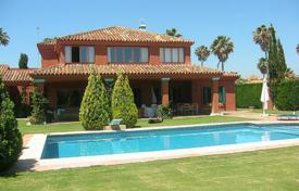 Luxury 5 bedroom houses for sale in Castille and Leon. Comfortable villa with large garden
