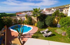 Townhouses for sale in Santa Cruz de Tenerife. Terraced house – Fañabé, Canary Islands, Spain