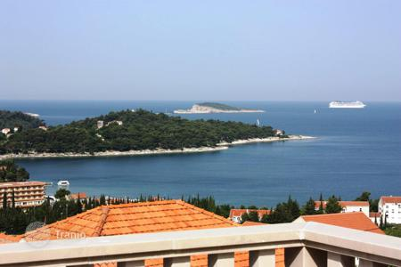 3 bedroom houses by the sea for sale in Dubrovnik Neretva County. Duplex villa near the sea in Dubrovnik, Croatia