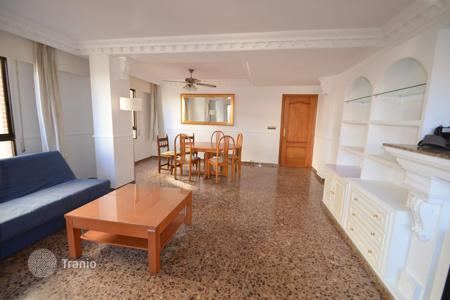 Cheap 3 bedroom apartments for sale in Europe. Furnished apartment with a terrace, at 400 meters from the beach, Calpe, Spain