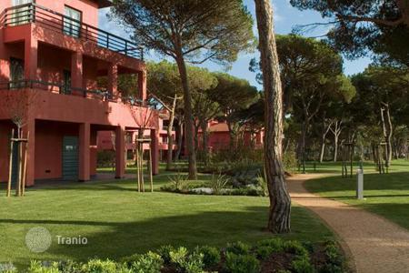 Apartments with pools for sale in Lisbon. Apartments in complex with swimming pool in Cascais