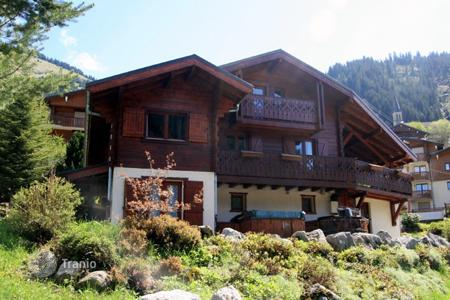 Cheap houses for sale in Chatel. Villa – Chatel, Auvergne-Rhône-Alpes, France