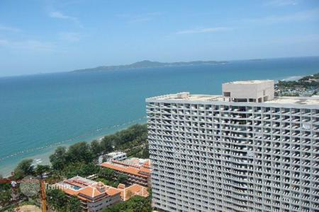 Condos for rent in Thailand. Studio with a view of the sea and the city, in a guarded condominium with a parking, bars and cafes, near the beaches, Pattaya, Thailand