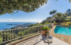 Luxury 5 bedroom houses for sale in Côte d'Azur (French Riviera). Charming villa in Villefranche sur mer with a superb sea view