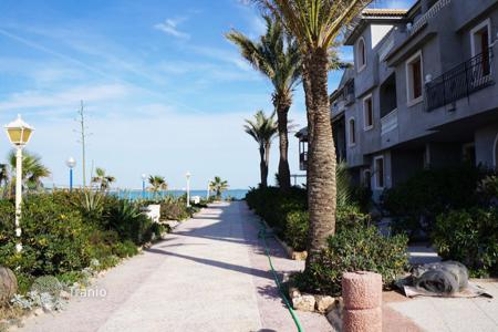 1 bedroom apartments by the sea for sale in Spain. Orihuela Costa, La Zenia. Apartment in ground floor of 1 large bedroom, 1 bathroom