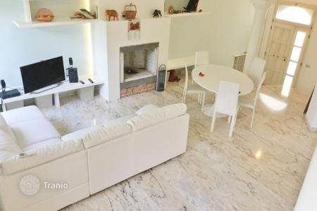 Coastal houses for sale in Emilia-Romagna. Furnished villa with private garden, Rimini, Italy