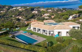 Houses with pools by the sea for sale in Côte d'Azur (French Riviera). Splendid property with large volumes — Panoramic sea view over the Gulf of Saint-Tropez