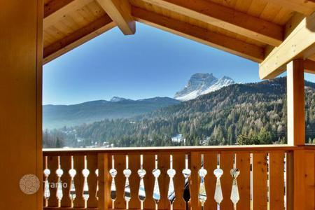 Apartments for sale in Veneto. Apartment – Cortina d'Ampezzo, Veneto, Italy