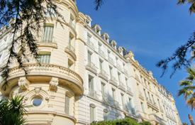 Coastal apartments for sale in Menton. Luxury apartment with a round terrace and balconies, in the historic palace near the sea, Marten, France