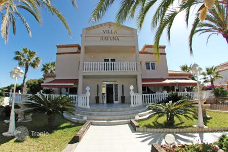 Luxury 6 bedroom houses for sale in Valencia. Villa of 6 bedrooms in Orihuela Costa