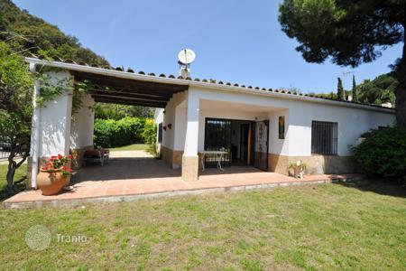 Cheap 2 bedroom houses for sale in Catalonia. Villa - Tossa de Mar, Catalonia, Spain