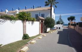 Cozy town house with a private garden, a barbecue and a terrace, Estepona, Spain for 300,000 €