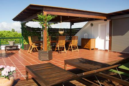 Coastal penthouses for sale in Catalonia. Spacious penthouse with a rooftop terrace, 500 meters from the beach, Gava, Barcelona, Spain