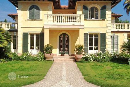 Coastal property for sale in Tuscany. Villa – Forte dei Marmi, Tuscany, Italy