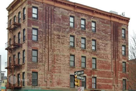 Commercial property for sale in North America. Apartment house in Harlem with a 5,4% yield