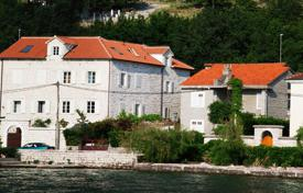 Coastal houses for sale in Ljuta. Villa – Ljuta, Kotor, Montenegro