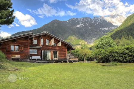 4 bedroom houses for sale in Chamonix. Villa – Chamonix, Auvergne-Rhône-Alpes, France