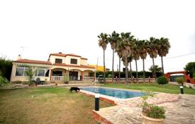 4 bedroom houses for sale in Estepona. JUST REDUCED Wonderful Villa in Estepona