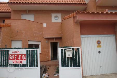 Cheap houses for sale in Castille La Mancha. Villa – Yunquera de Henares, Castille La Mancha, Spain