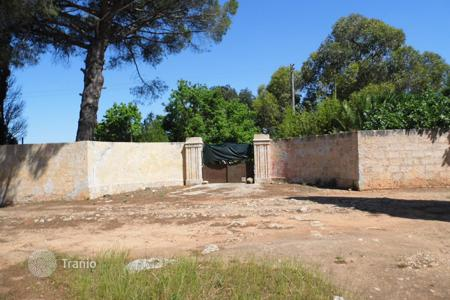 Land for sale in Italy. Old farmhouse in Ugento, Italy