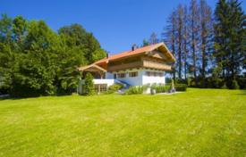 Residential for sale in Miesbach. Villa with a huge plot and spacious rooms, Gmund am Tegernsee, Germany